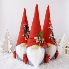 Christmas gnomes Family of gnomes Chef Gnome Nisse Customized An all year round decoration, they make a great present for all occasions, all gnomes have WeightMeravic Gnome Star Hat - Set ofRiunione di famiglia a casa gnometti 😊Could be a Christma Christmas Sewing, Christmas Gnome, Primitive Christmas, Diy Christmas Gifts, Christmas Projects, All Things Christmas, Winter Christmas, Christmas Decorations, Christmas Ornaments
