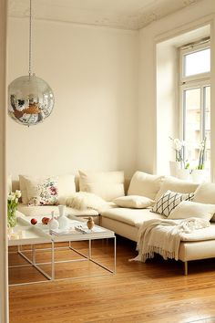 White Living Room with Disco Ball Apartment Inspiration, Living Room Inspiration, My Living Room, Home And Living, Living Spaces, Ikea Soderhamn, Ikea Sofas, Apartment Makeover, Beautiful Living Rooms