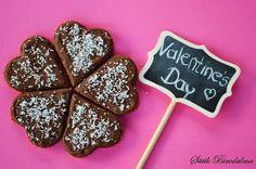 SÜTIK BIRODALMA: Valentin napi desszert: Csokis kekszsüti / Valentine's Day dessert: Chocolate biscuit Valentines Day Desserts, Hungarian Recipes, Dessert Recipes, Mint, Cookies, Sweet, Food, Crack Crackers, Candy