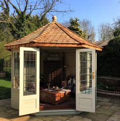 Come pianificare un Luxury Garden Zen, Summer House Garden, Home And Garden, Octagonal Summer House, Cedar Garden, Backyard Ideas For Small Yards, Garden Design, House Design, Corner Pergola