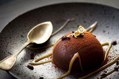Parfaits aux chocolats, coque craquante pralinée