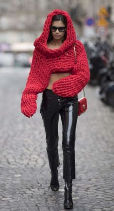 Risultati immagini per street style fashion sunglasses 2018 Knitwear Fashion, Knit Fashion, Sweater Fashion, Fashion Outfits, Style Fashion, Crochet Clothes, Diy Clothes, Pullover Mode, Fashion Week 2018