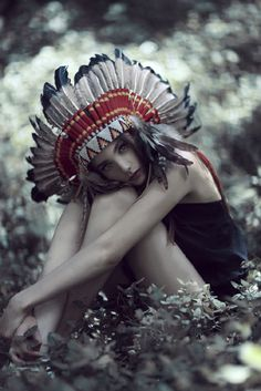 Amazing Fashion Photography by Lara Jade. I've got to get my hands on a headdress. Red Indian, Native Indian, Native American Indians, Indian Style, Indian Hat, Indian Theme, Indian Summer, Lara Jade, Cherokees