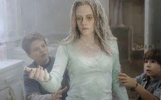 ZATHURA: A SPACE ADVENTURE (l to r) Josh Hutcherson, Kristen Stewart and Jonah Bobo star in Columbia Pictures' heart-racing sci-fi family film Zathura: A Space Adventure, 2005.