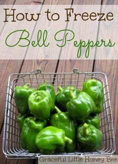 How to Freeze Bell Peppers___Freezing bell peppers is a fast and easy way to preserve the harvest. Plus, its great having them available year-round to toss into soups, omelets and casseroles whenever you need them. Freezing Fruit, Freezing Vegetables, Frozen Vegetables, Canning Vegetables, Freezing Celery, Freezing Lemons, Freezer Cooking, Freezer Meals, Freezer Recipes