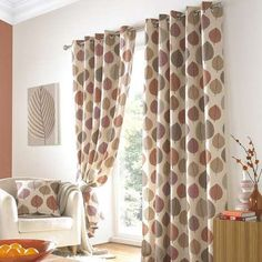 Decorated with a bold leaf design in warm shades of terracotta against a neutral backdrop, our patterned eyelet curtains offer a homely appeal that will instantly add texture and colour to your room.