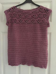 Pearl shell top pattern by Ana D – Kleidung Pull Crochet, Crochet Lace, Crochet Kits, Crochet Cardigan Pattern, Crochet Blouse, Crochet Summer Tops, Shell Tops, Crochet Magazine, Crochet Woman