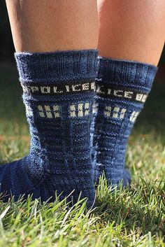 A free knitting sock pattern for those of us who prefer our time Wibbly Wobbly. #doctorwho   http://www.ravelry.com/patterns/library/police-box-sox