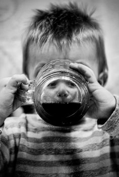 *~* Bw Photography, Children Photography, Amazing Photography, Illustrations, Black And White Pictures, Beautiful Children, Painting Inspiration, Funny Photos, Picture Quotes
