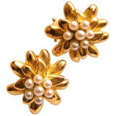1STDIBS.COM Jewelry & Watches - Summer Flower Earclips by Janet Mavec - Tom Tivol Jewels