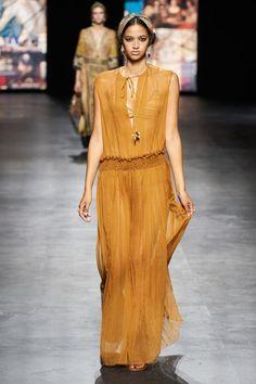 Vogue Fashion, All Fashion, Fashion News, Luxury Fashion, Paris Fashion, Christian Dior Paris, Estilo Hippy, Smocks, Milano Fashion Week