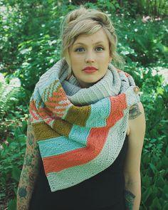 Andrea est teeeellllement jolie dans son Om shawl! Je suis ravie de pouvoir vous le proposer désormais et je suis certaine que les fans françaises d'Andrea (Dreareneeknits) seront enchantées …