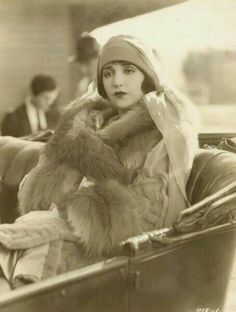 Bebe Daniels (January 1901 - March was an American actress, singer, dancer, writer and producer. Old Hollywood Glamour, Vintage Glamour, Vintage Hollywood, Vintage Beauty, Classic Hollywood, 1920s Glamour, Hollywood Stars, 20s Fashion, Fashion History
