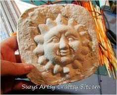 Love this idea!  Make a mold with sand and then use plaster to make a picture!  Great idea for the kids!