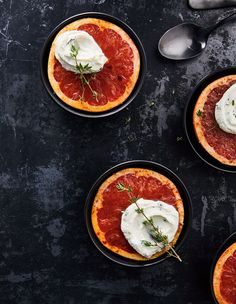 Brûléed Grapefruit With Mascarpone Cream Healthy Energy Foods, Fruit Water Recipes, Energy Smoothie Recipes, Energy Smoothies, Beet Recipes, Breakfast Drinks Healthy, Healthy Drinks, Kombucha, Roulette Russe
