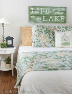 Room Decor and Accessories Lake House Guest Room Cozy Bedroom, Bedroom Decor, Bedroom Ideas, Bedroom Designs, Master Bedroom, Rustic Lake Houses, Guest Room Decor, Diy Home, Home Decor