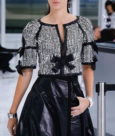 Karl Lagerfeld took the RTW Paris Fashion Week runway back to the days when air travel was a luxury experience to dress for. Chanel Outfit, Chanel Fashion, Paris Fashion, Runway Fashion, Couture Fashion, Chanel Dress, Daily Fashion, Trendy Fashion, High Fashion