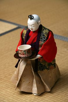 Japanese doll ≫ serving Japanese tea automatically :)