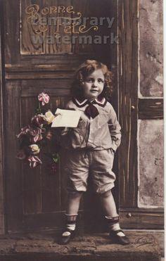 Girl at the front door ! 1910s