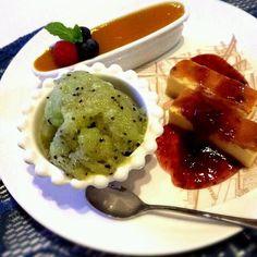 シャーベットは固くなりすぎないようにメレンゲを加える(*^^*) - 16件のもぐもぐ - マンゴーソースのパンナコッタ、キウイシャーベット、フライパンでチーズケーキ by kaori19860128