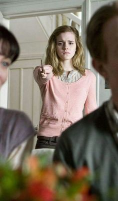 "Emma in ""Harry Potter And The Deathly Hallows part - Auge Harry James Potter, Harry Potter Quiz, Harry Potter Quotes, Harry Potter World, Hermione Granger, Severus Hermione, Harry And Hermione, Draco Malfoy, Ron Weasley"