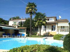 Schitterende moderne villa met privé-zwembad en groene tuin in hartje Ardèche