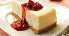 Cheesecake is one of the most popular cakes in the world. This is a recipe for different, lighter and much healthier cheesecake. Protein Cheesecake, Baked Cheesecake Recipe, Best Cheesecake, Simple Cheesecake, Homemade Cheesecake, National Cheesecake Day, Bolos Low Carb, Bolo Fit, Bon Dessert