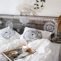 Bed Linen Manufacturers In India Luxury Bedding Collections, Luxury Bedding Sets, Contemporary Bed Linen, Diy Pillows, Boho Pillows, Linen Bedding, Bed Linens, Beautiful Bedrooms, New Room