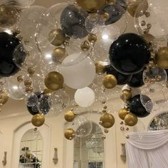 Ceiling Balloon ideas - Sites new Birthday Party Decorations For Adults, Balloon Decorations Party, Balloon Ideas, Party Themes, Birthday Decor For Him, 60th Birthday Centerpieces, Black And Gold Party Decorations, Balloon Chandelier, Balloon Wall