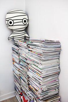 Pile of magazines + plush
