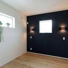 JAN.15.2016 寝室pic❤️ またまたプロシリーズ♡ ネイビーの壁紙にwoodライト(・ω・)ノ ここの床はもうちょっと色を落ち着かせる(もうちょい暗めのイメージ)予定でしたが、部屋ごとに床色が変わるのが嫌で2階の書斎以外は#dフロア #メープル です⭐︎ 再来週には#momonatural のシェードが取り付け予定♡ なんか白のスイッチがへん!w 色変えれば良かったー´д` ; #新築#マイホーム#注文住宅#寝室#白にwood#jimbo#北欧#北欧テイスト#ネイビー#隣はウォークイン#寝るだけスペース#狭い#寝るだけ#寝るだけ#寝るだけ#でも狭い