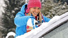 Zima dokáže vodičov riadne potrápiť.   Nový Čas Ice Scraper, Commute To Work, Winter Hats, Snow, Car, November, Doors, Fotografia, November Born