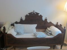 Antiikkinen puusohva / antique wooden couch Sofa, Couches, Wooden Couch, Swedish Decor, Wabi Sabi, Provence, Toddler Bed, Furniture Design, Shabby