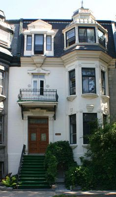 Another reason Lora Weaver loves Montreal. [Victorian Townhouse from 1885 - Gingerbread Manor Bed & Breakfast, Montreal, QC. Quebec Montreal, Montreal Ville, Montreal Canada, Victorian Townhouse, Victorian Homes, Vintage Homes, Victorian Architecture, Modern Architecture, Laval