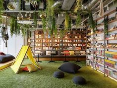 Tsutaya Book Apartment: Stay overnight at new bookstore in Tokyo Cafe Interior, Office Interior Design, Office Interiors, Interior Design Inspiration, Shop Interiors, Design Ideas, Interior Modern, Library Study Room, Cozy Library