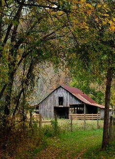 Reminds me of the barn I grew up playing around. My brother and I would walk to the barn every afternoon to play and check on the horses. I miss country life. Country Barns, Country Life, Country Living, Country Roads, Farm Barn, Old Farm, Barn Pictures, Barns Sheds, Country Scenes