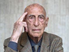 Il maestro dell'Estetica italiana del Novecento a 106 anni pubblica una raccolta di scritti critici dal 1933 a oggi. «Il kitsch? Per fortuna non tramonta mai. La vera opera d'arte esiste solo in contrapposizione a esso»