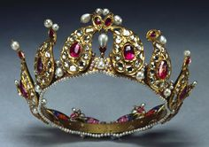Antique Tiara, India (19th c.; rubies, diamonds, pearls, enamel, gold). Presented to Queen Victoria and placed in the Royal Collection by King George V in 1924. Royal Collection © Her Majesty Queen Elizabeth II.