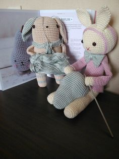 Joséphine and Gudule making PirumParum... Patterns by Tendre Crochet, Tournicote