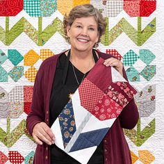Triple Play: Tulip Time Table Runner - Stitch up a wonderful piece of spring home decor with Jenny Doan! Her Tulip Time table runner is su - Missouri Quilt Tutorials, Quilting Tutorials, Quilting Projects, Quilting Designs, Sewing Projects, Star Quilts, Mini Quilts, Quilt Block Patterns, Quilt Blocks