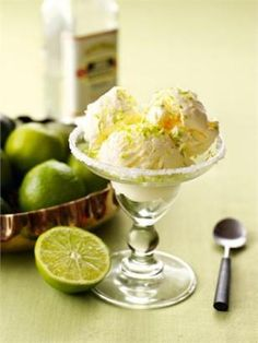[MARGARITA ICE CREAM] by Nigella Lawson: la via espressa al delirio da dessert.  125 ml di succo di lime, 3 cucchiai di Tequila, 3 cucchiai di Cointreau o Triple sec, 150 g di zucchero a velo, 500 ml di panna  Versail succo di lime, la Tequila e il Cointreau o il Triple sec in una ciotola e unisci mescolando lo zucchero per farlo sciogliere. Aggiungi la panna e poi monta delicatamente finchè diventa denso e morbido ma non duro.
