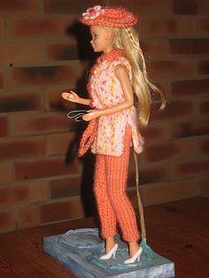 Barbie Clothes Patterns, Crochet Barbie Clothes, Clothing Patterns, Doll Clothes, Barbie And Ken, Barbie Dolls, Knitting Patterns Free, Free Knitting, Fashion Dolls
