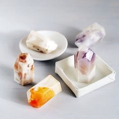 Oh my GOD I love this! DIY gemstone shaped soap - how about hell YES? I love crystals and think they add awesome atmosphere to a bathroom. Super calming and soothing. Got to give this a try x