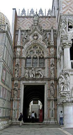 Porta della Carta, the main entrance to Doge's Palace in Venice. #MostBeautifulArchitecture #Venice