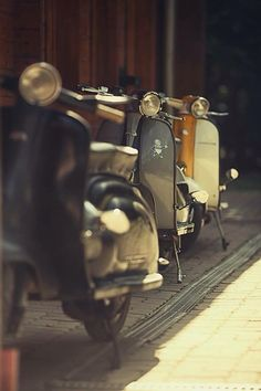 """fabforgottennobility: """"Made in Italy """" Vespa P200e, Scooters Vespa, Lambretta Scooter, Motor Scooters, Vintage Vespa, Vintage Cars, Brompton, Scooter Drawing, Df Mexico"""