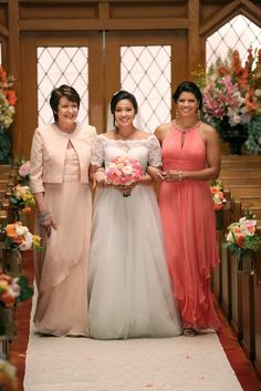WEDDING DRESS FROM JANE THE VIRGIN I WANT!!! FIND ME A REPLICA FOR CHEAP PLZZZ