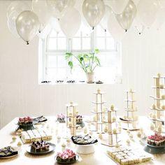 S H I N E B R I G H T Warming up our new studio with cakes and balloons @reformcph + @peakonteam + #jipjip + #run #sweetsneakstudio #sweetsneak #caketable #balloons #cakeballoons #OBV026