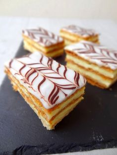 Mille-feuille Napoleon Pastry, Napoleon Cake, Rock The Bretzel, Confectionery, No Bake Desserts, Cake Recipes, Breakfast Recipes, Sweet Tooth, Bakery