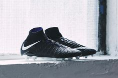 The new Nike Black Pack is one of the most stunning Nike soccer cleats collection ever. Soccer Skills, Soccer Tips, Soccer Stuff, Nike Soccer Shoes, Soccer Cleats, Nike Shoes, Cool Football Boots, Soccer Workouts, Snowboard Girl