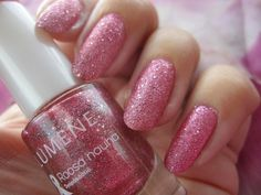 Blogger Funky and fifty wearing the adorable #PinkRibbon nail polish by Lumene. #nailpolish #lumene
